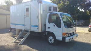 2000 Isuzu NPR diesel 14 foot box design portable office $9.