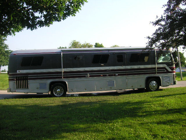 1986 Newell Diesel Pusher Motor Home For Sale (picture 2 of 6)