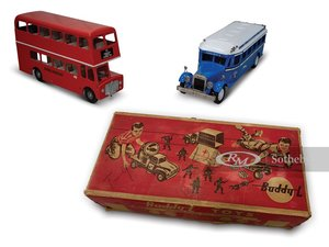 Greyhound Bus and London Double-Decker Bus Models