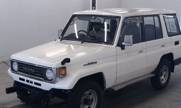 1993 Toyota Landcruiser 70 Series LWB PZ 3.5 liter RHD $17. For Sale (picture 2 of 6)