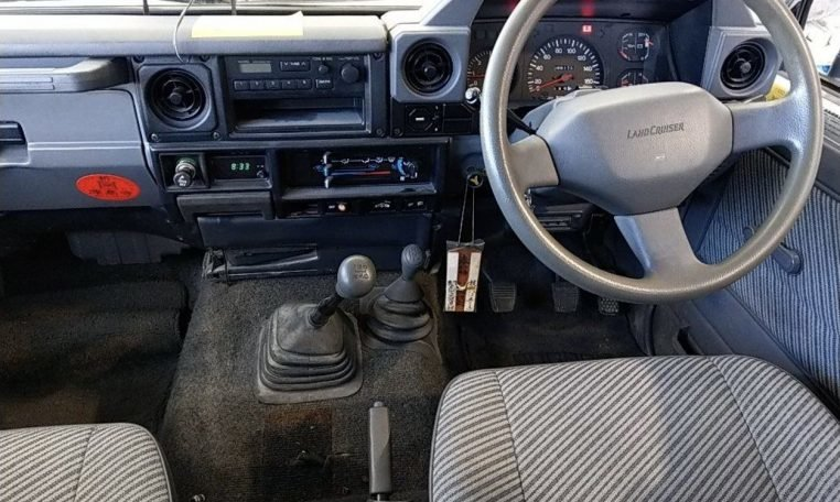 1993 Toyota Landcruiser 70 Series LWB PZ 3.5 liter RHD $17. For Sale (picture 4 of 6)