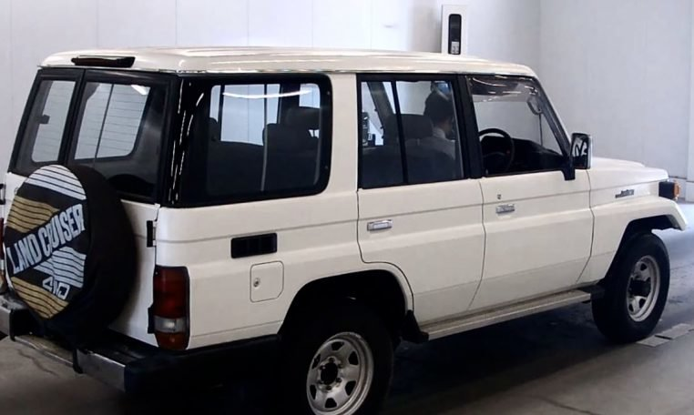 1993 Toyota Landcruiser 70 Series LWB PZ 3.5 liter RHD $17. For Sale (picture 6 of 6)