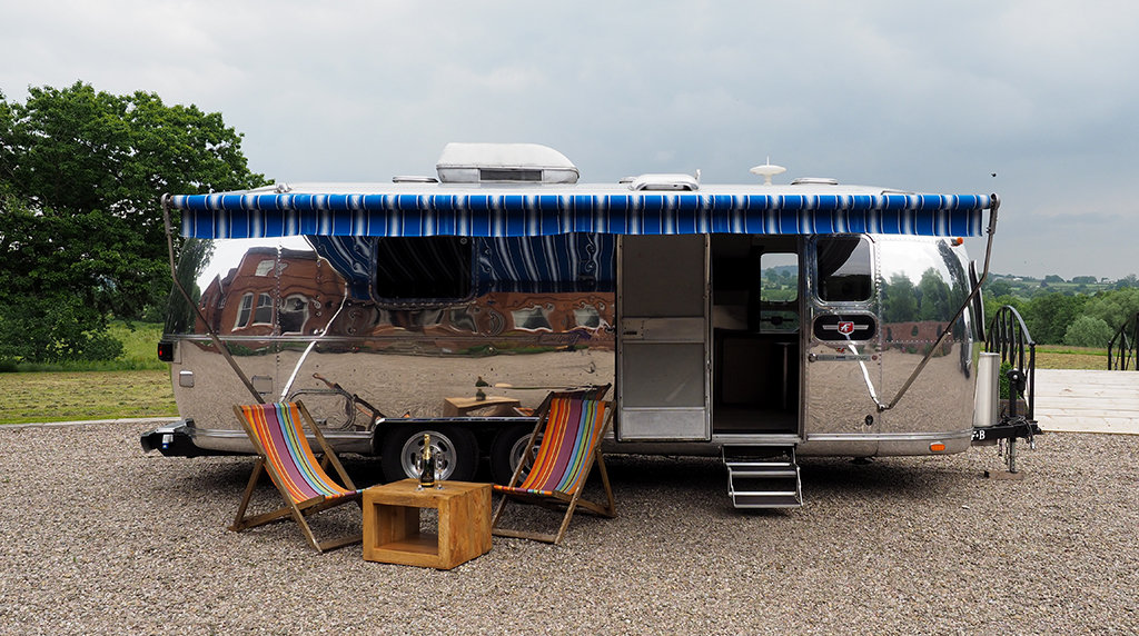 1976 Airstream Land Yacht For Sale (picture 1 of 6)