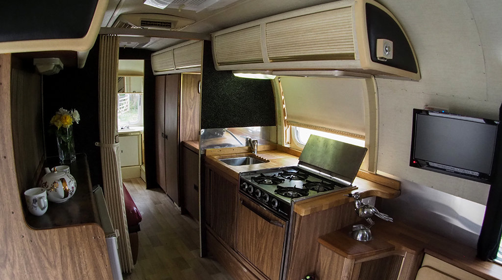 1976 Airstream Land Yacht For Sale (picture 3 of 6)