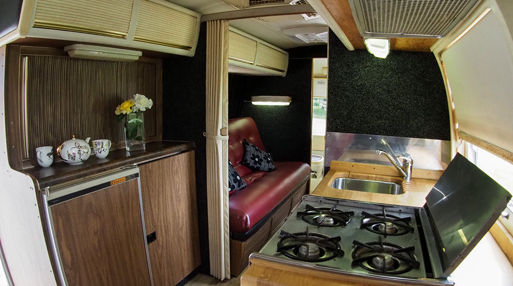 1976 Airstream Land Yacht For Sale (picture 5 of 6)