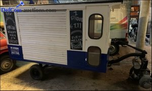 Picture of 1940 'Dog' post-war authentic food truck For Sale
