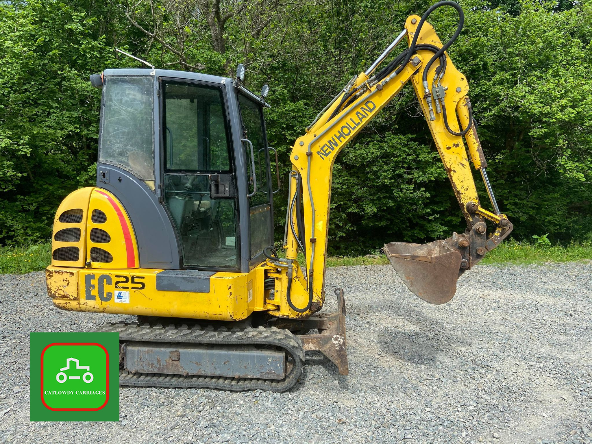 Picture of 2001 NEW HOLLAND EC25 TOWABLE MINI DIGGER 2.8T WORK READY SEE VID For Sale