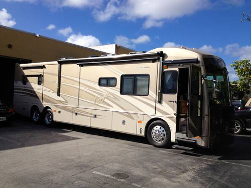 2005 American Eagle Custom Motor Home For Sale (picture 1 of 6)