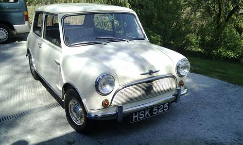 excellent condition 1961 Mini saloon  For Sale (picture 1 of 6)
