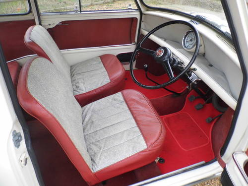 excellent condition 1961 Mini saloon  For Sale (picture 5 of 6)