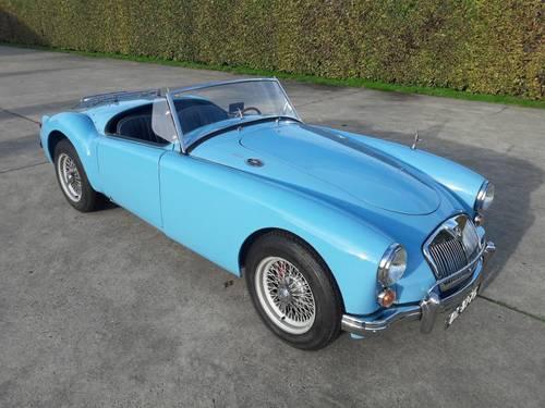 MGA BLEU 1959 1600CC BEAUTIFUL CAR. SOLD (picture 1 of 6)