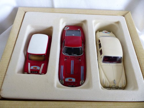 1960 CORGI TOUR DE FRANCE 3 CARS FERRARI, JAGUAR, MINI For Sale (picture 5 of 6)