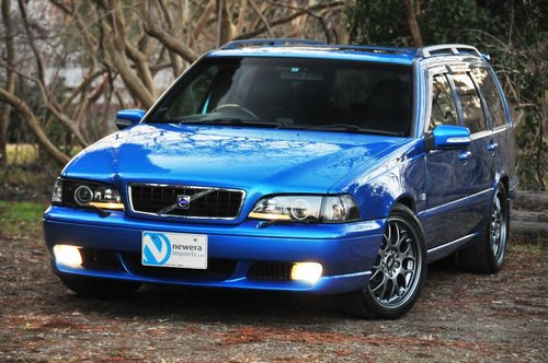 1999 Volvo V70R AWD Laser Blue,58,311 miles from new SOLD (picture 2 of 6)