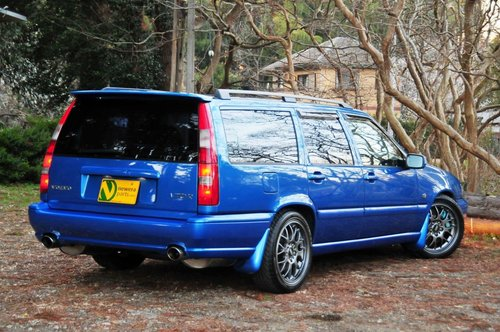 1999 Volvo V70R AWD Laser Blue,58,311 miles from new SOLD (picture 4 of 6)
