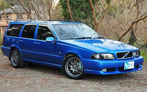 1999 Volvo V70R AWD Laser Blue,58,311 miles from new SOLD (picture 1 of 6)