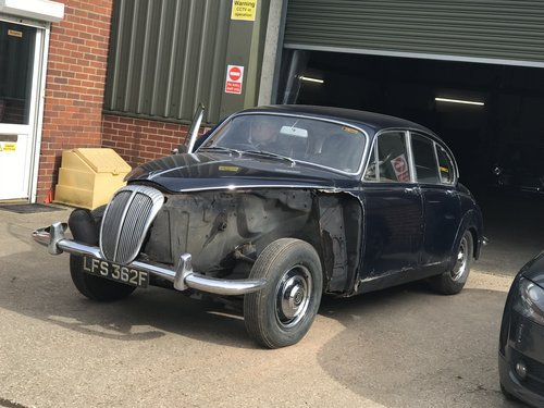 Classic 1968 DAIMLER 250 SALOON UK R.H.D SOLD (picture 1 of 6)