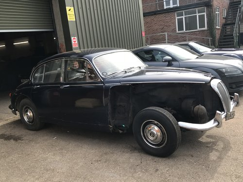Classic 1968 DAIMLER 250 SALOON UK R.H.D SOLD (picture 2 of 6)